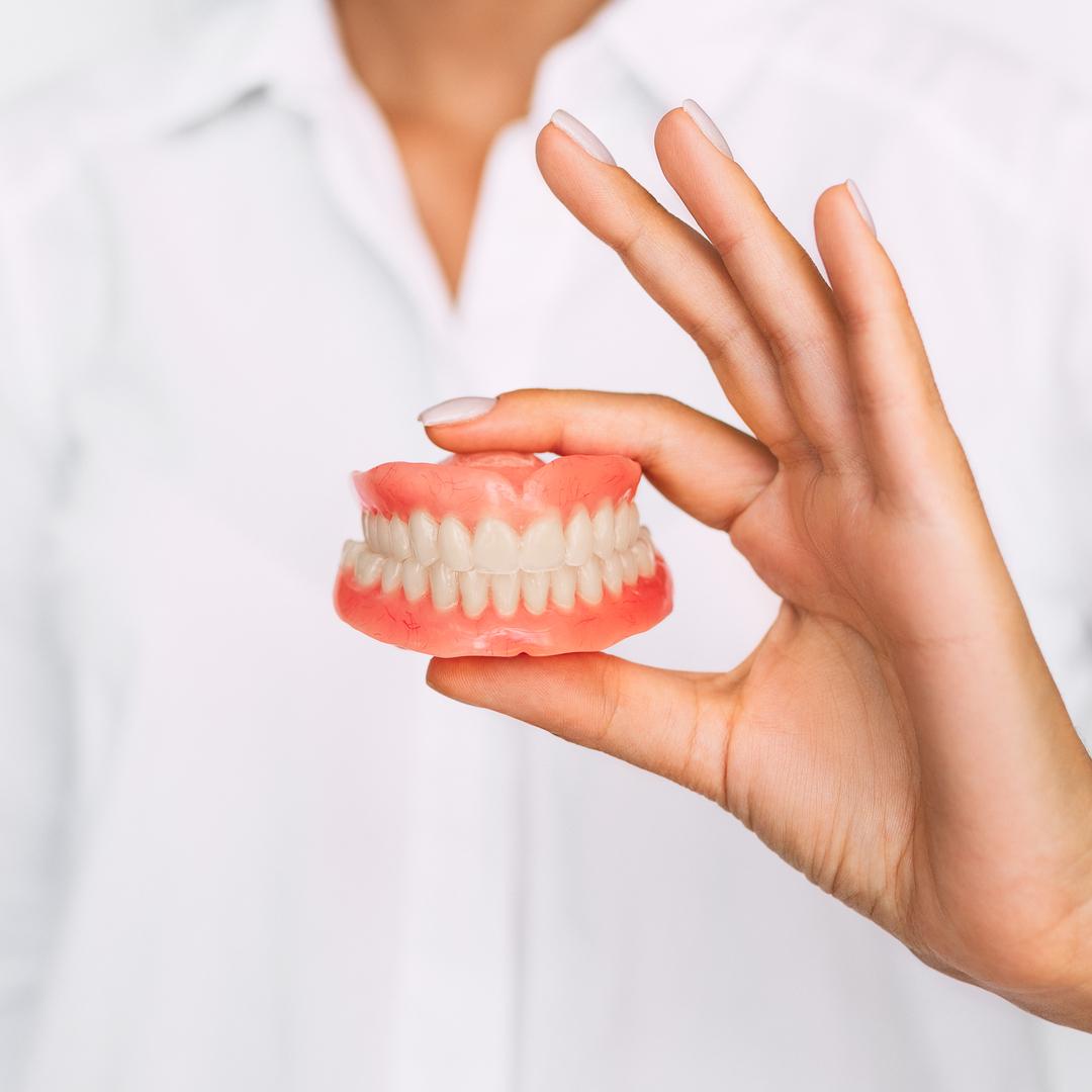 Passare a una Protesi Dentale Fissa da una dentiera removibile, Caso di Studio